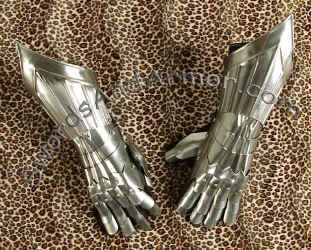 Gothic wearable armor gauntlets