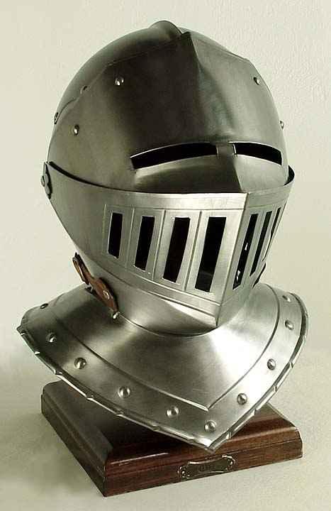 [Image: H002203_White_Knight_Helmet.JPG]